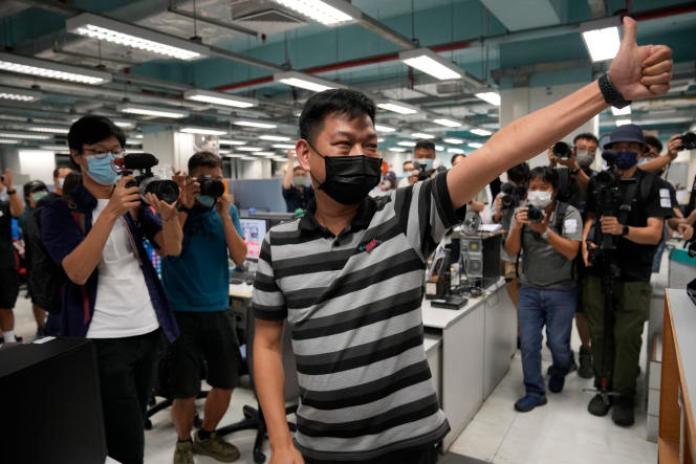 Lam Man-chung, ancien rédacteur en chef de l'«Apple Daily», au siège social du journal le 23 juin 2021, peu avant sa fermeture forcée.