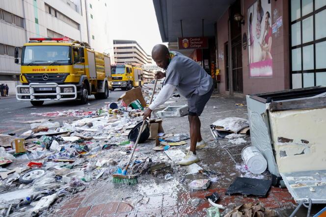 Après plusieurs jours de pillage à Durban, dans la région du Kwazulu-Natal, le 15 juillet 2021.