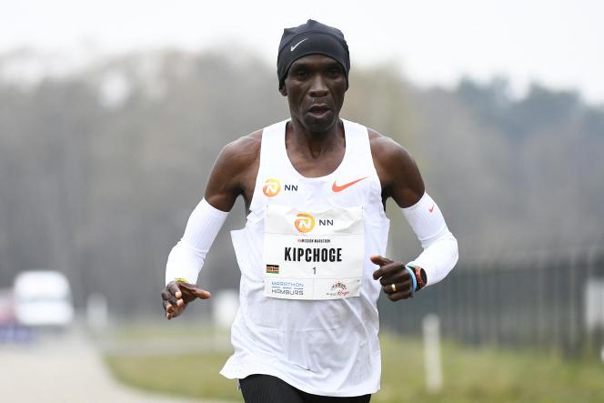 Le Kényan Eliud Kipchoge au marathon d'Enschede, aux Pays-Bas, le 18 avril 2021.