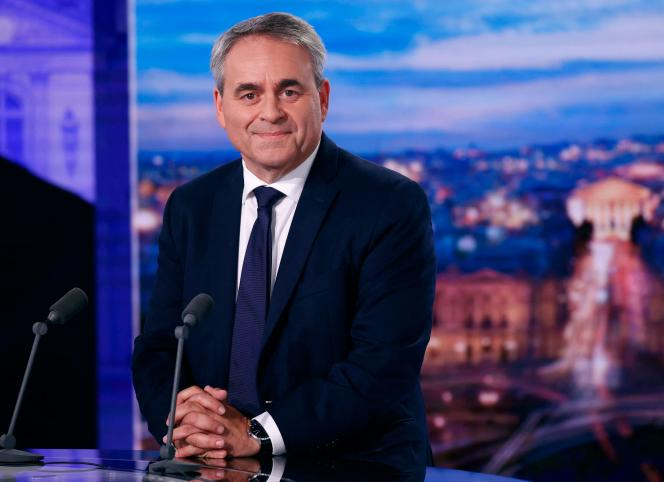 Xavier Bertrand sur le plateau télé de TF1, à Paris, le 11 octobre.