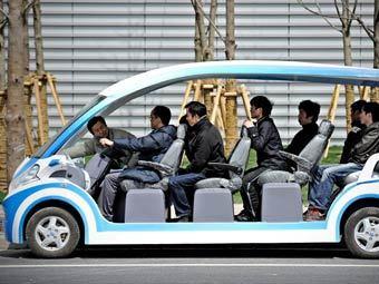 Специализированный автомобиль для перевозки людей. Фото ©AFP