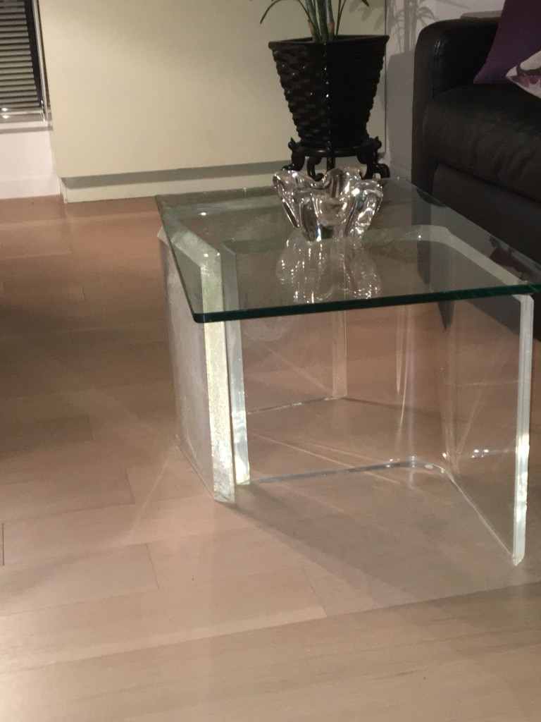glass top plexiglass base cocktail table usage a vendre a new york