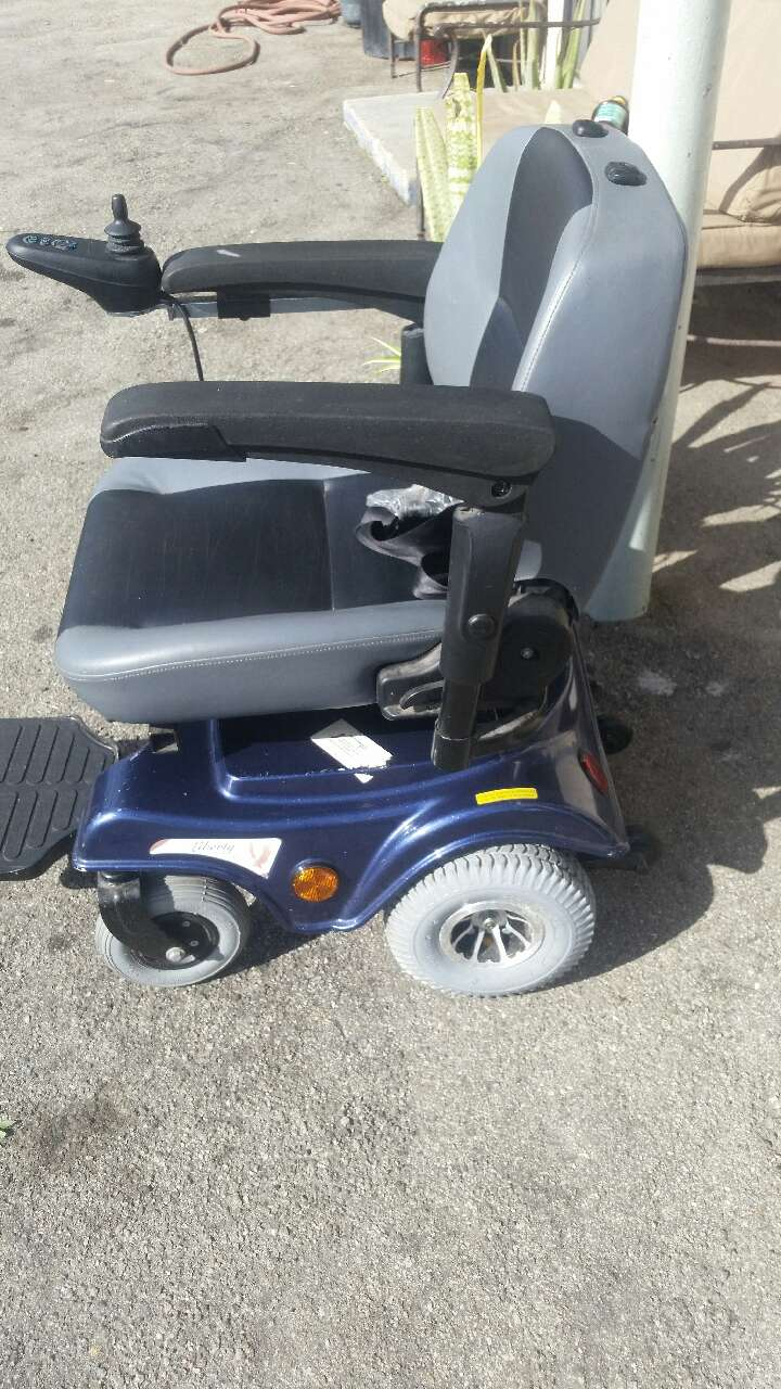liberty 312 power chair bamboo half circle used with joystick control for sale in los 1 3