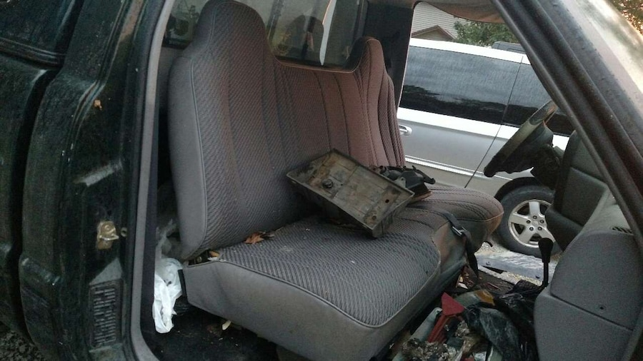 bench seat for a 97 dodge ram 1500 4x4 great condi [ 1280 x 720 Pixel ]