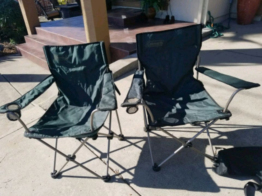 coleman folding chairs large round patio table and 2 foldable w carrying cases cross p usado en venta