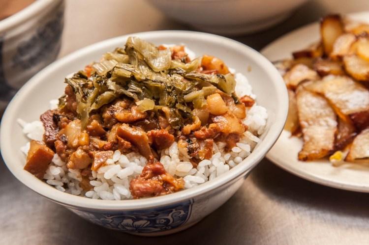 [桃園南崁]老司機的最愛!濃香魯肉飯一碗只要20元!謝家魯肉飯-南山店