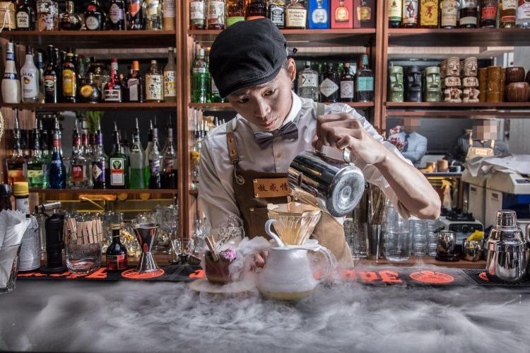 [台北信義]信義區酒吧推薦,享受調酒的美學,浮誇系特製調酒!Odin Bistro 信義放感情