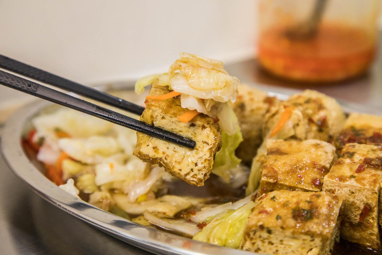 [臺北大安]文青風臭豆腐專賣店。臭豆腐決勝負。超多汁二夜漬臭豆腐!臭美臭豆腐 - 輕旅行