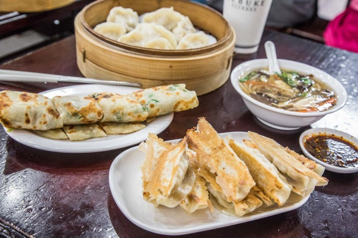 [台北大安]台北東區美食,無時無刻都人氣爆棚,東區老字號平價小吃!頂好紫琳蒸餃館