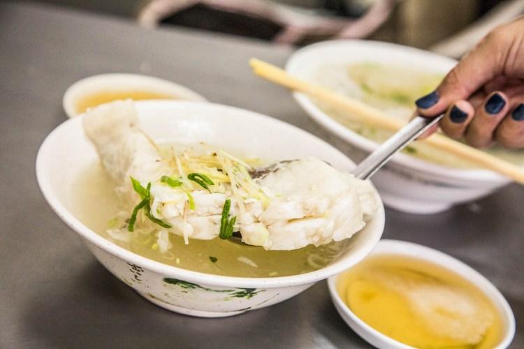[嘉義西區]嘉義美食推薦!老嘉義人都吃這一味,鮮到爆草魚湯!正老牌草魚粥