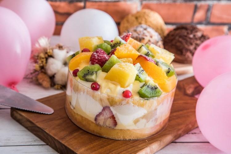 [台北中山]母親節蛋糕推薦,超爆量水果山蛋糕,笑容Smile蛋糕!Nozomi Bakery 松江總店