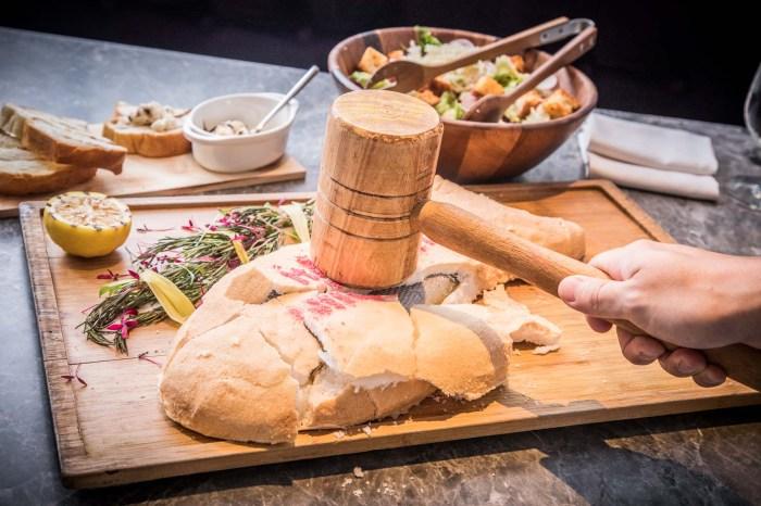[台北美食]L'IDIOT RESTAURANT-驢子餐廳/一槌敲好運,超可愛的慶祝魚!爐烤厚切肋眼牛排!超豪華四人分享餐,只要2XXX元!?