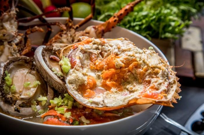 台北美食 》A.I.O餐廳|這樣煮粥太犯規了啦,超級無敵浮誇海鮮粥!碳烤龍蝦還買一送一!
