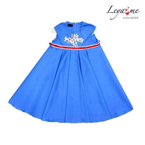 Платье голубое с завышенной талией и кружевной аппликацией