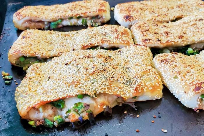 【臺南美食】永康超人氣早餐|滿滿蔥花好滿足|超誇張排隊美食|一出爐很快賣光點心~~三赫燒餅