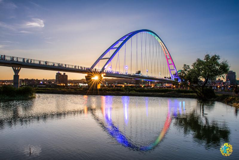 板橋景點推薦》新月橋 – 約會散步騎車的好去處