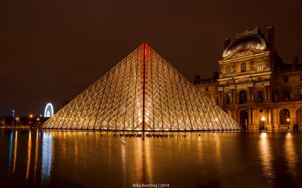 Pyramide Du Louvre France