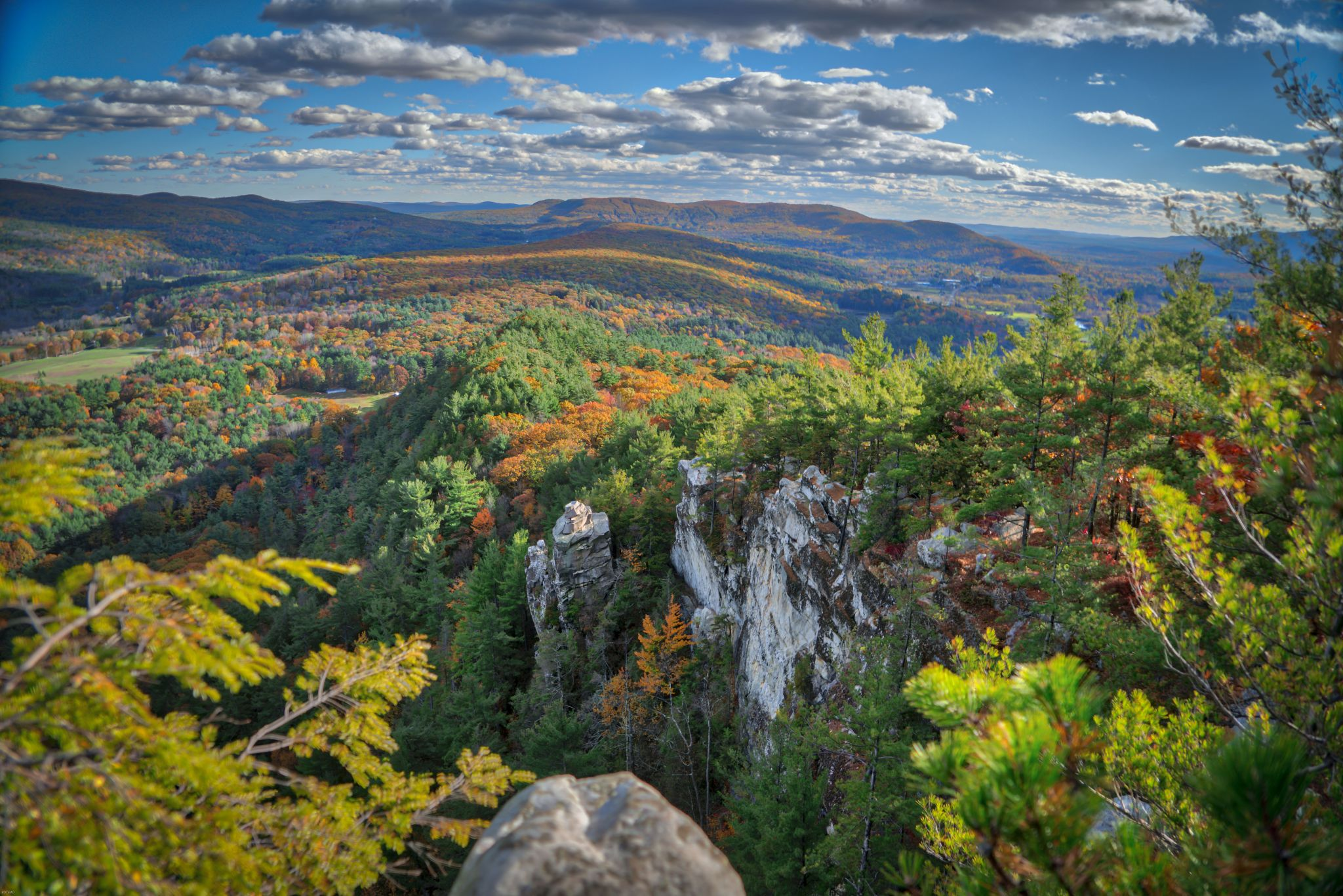 0.7 miles from monument mountain. Monument Mountain And Devil S Pulpit Usa