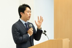 小泉進次郎氏「人はビジョンとともに足あとを見ている」言葉の貯金を増やす、体験の重要性とは?