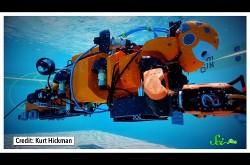 水深100メートルの海中を探索するロボットダイバー