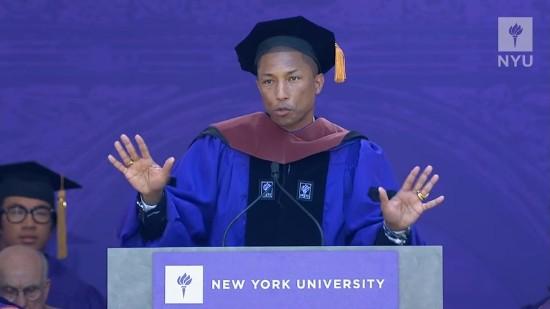 「あなたたちは間違った価値観を打ち破る世代」ファレル・ウィリアムスがニューヨーク大学から巣立つ若者に熱弁