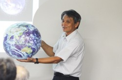 人工衛星はどうして墜落しないのか? JAXA研究員が、知っているようで知らない衛星の仕組みを解説