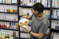 """""""穴""""の大きさで味は変わるのか? ドーナツ実食レポートで食べ比べ"""