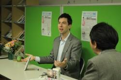 訪日外国人には「日本語で話しかけたほうが正しい」 パックンが教える、国際交流のコツ