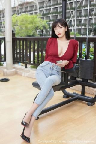 秀人网美女模特陆萱萱猩红上衣牛仔长裤妖艳系列成都旅拍 | Page 1/4