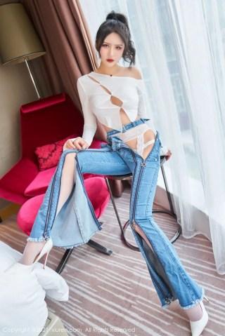 秀人网美女模特Emily尹菲率性牛仔裤与蕾丝吊袜内衣性感写真   Page 2/4