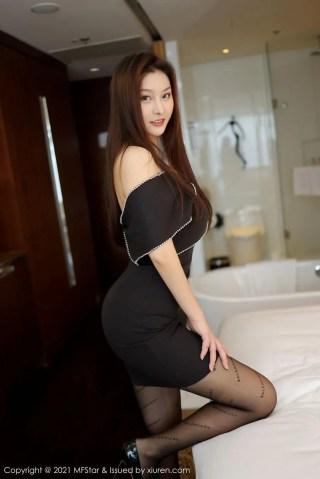 模范学院新人模特米漫池黑丝美腿露肩短裙系列首套写真   Page 1/3