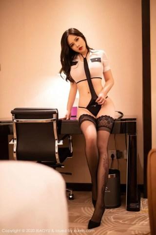 语画界美女模特周思乔Betty黑丝美腿情趣空乘制服系列写真   Page 1/2
