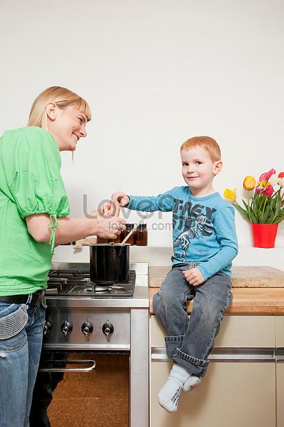 Memasak Di Dapur - Anak Memasak Permainan : memasak, dapur, permainan, Wanita, Memasak, Dapur, Gambar, Unduh, Gratis_imej, 501455867_Format, JPG_my.lovepik.com