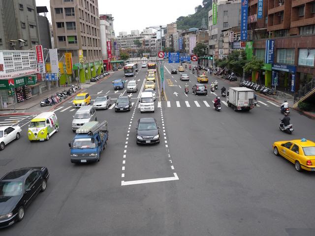 臺北市內車道取消禁行機車 交通會更好還更亂? - 自由電子報汽車頻道