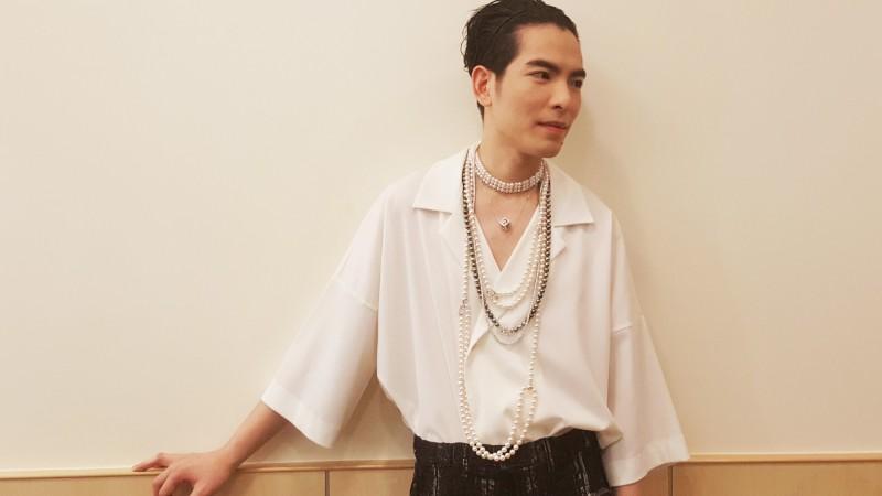 哇!男生戴真珠長鍊 原來這麼正點 - 自由娛樂