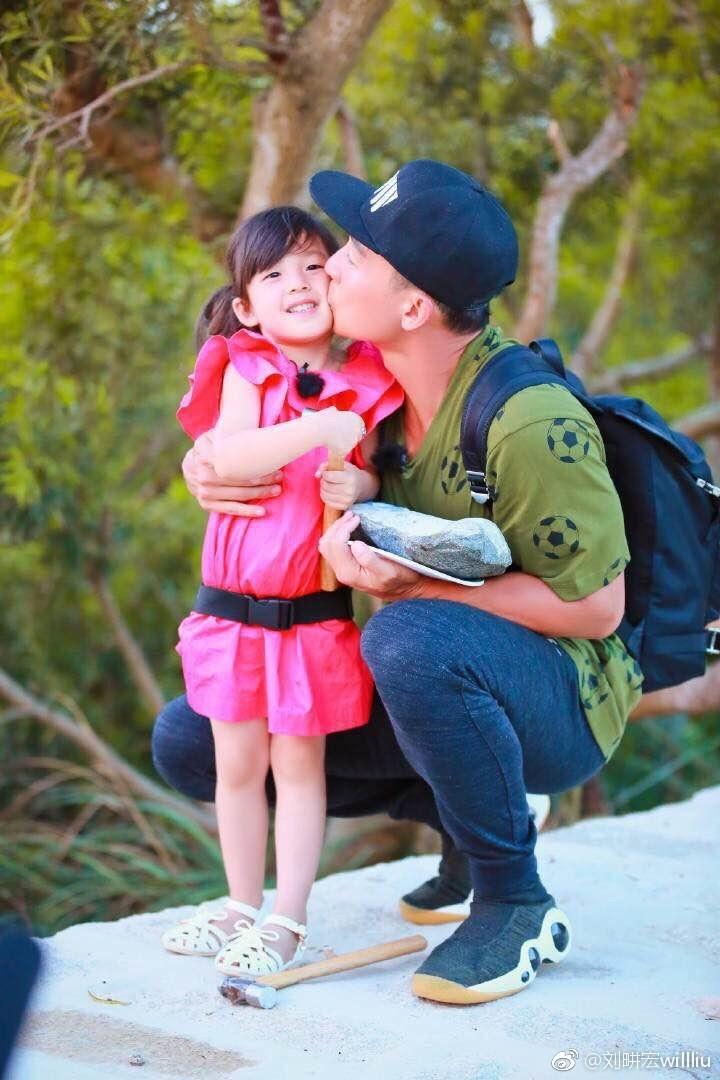 小泡芙與2歲妹激萌!可愛兔牙神同步根本複製貼上 - 自由娛樂