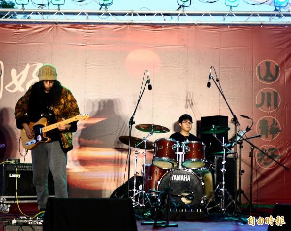 迷幻搖滾樂團「告五人」 成名曲創百萬點閱 - 自由娛樂