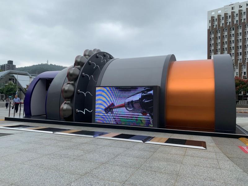 Dyson V10被放大137倍了 巨型吸塵器體驗屋全臺快閃巡迴 - 自由娛樂