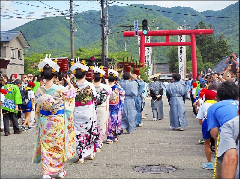 【旅遊】〈影像行旅〉綺麗花嫁行列─日本‧會津田島祇園祭 - 自由娛樂