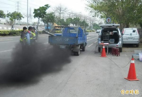 二行程烏賊車得小心了!南市將加測污染物馬上罰 - 社會 - 自由時報電子報