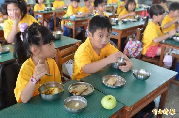 雲縣國中小午餐費 6成學校恐月漲200元 - 生活 - 自由時報電子報