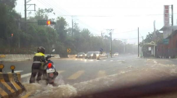 強降雨!桃園龍潭 淹水達一級警戒 - 生活 - 自由時報電子報