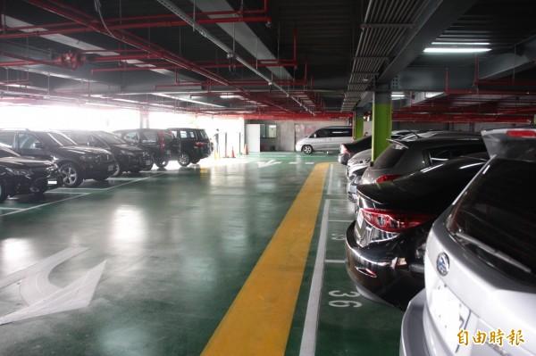 東港碼頭立體停車場啟用 週日車潮停滿滿 - 生活 - 自由時報電子報