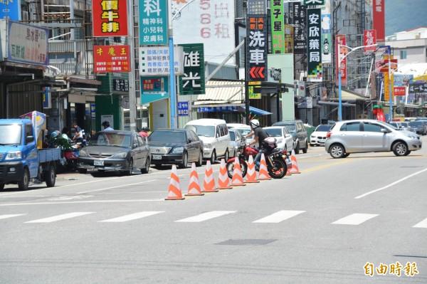 花蓮警方設道路交通錐 議員盼全面更改防撞桿 - 生活 - 自由時報電子報