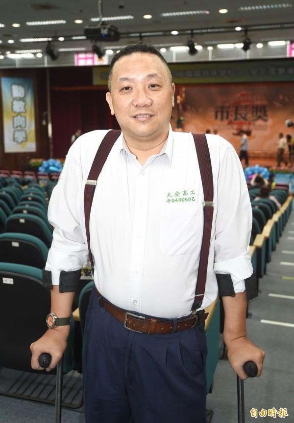 圓夢不怕起步晚 54歲身障者蔡財崑獲市長獎表揚 - 生活 - 自由時報電子報
