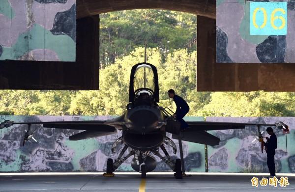 因應共軍飛彈威脅 空軍擬建立強化「抗炸機堡」 - 政治 - 自由時報電子報