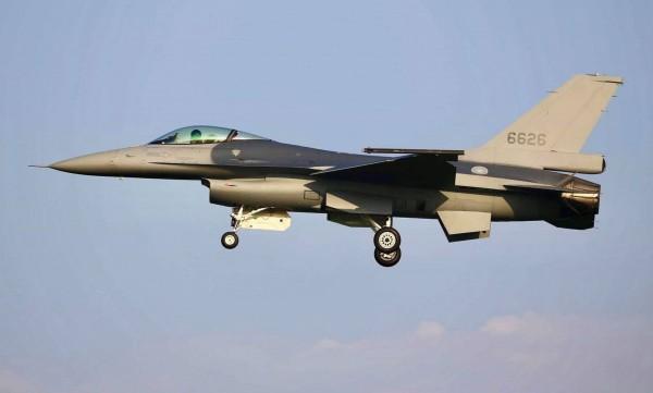 震驚美、臺!F-16V戰機 被爆機內出現鏽蝕 - 政治 - 自由時報電子報