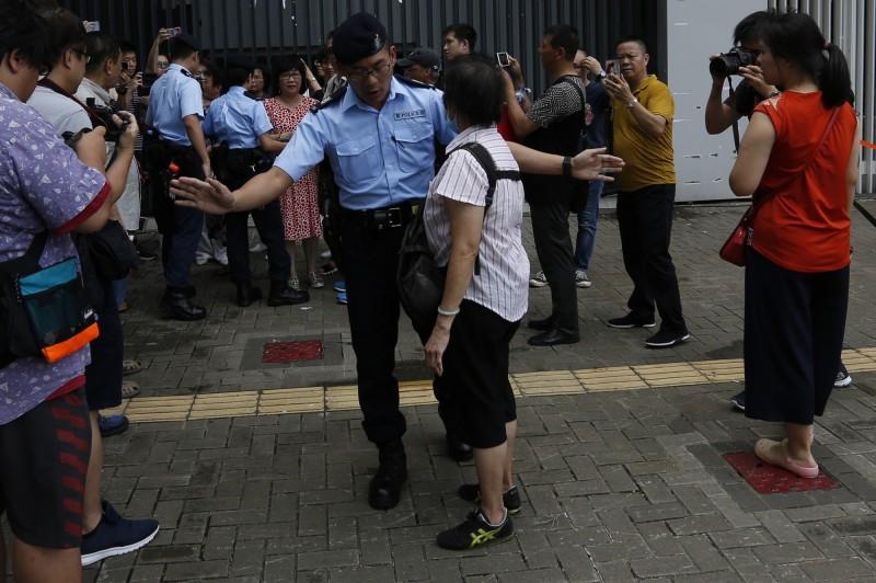 車站戒嚴!九龍反送中 港高鐵停售票、佈水馬陣 - 國際 - 自由時報電子報