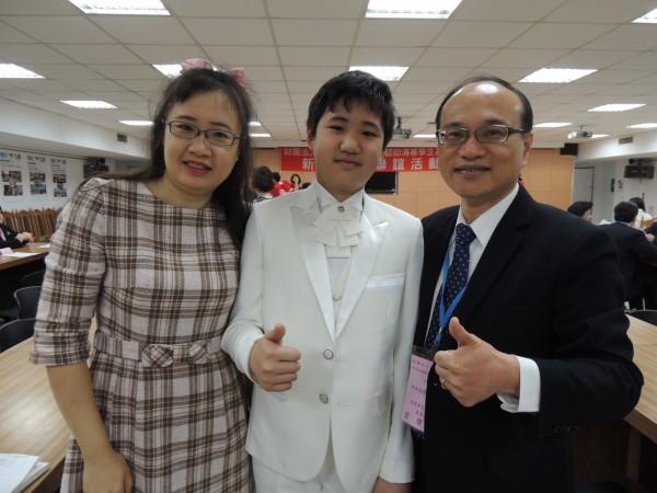 天才兒童江璟亮 13歲獲紐約大學錄取 - 新文易數