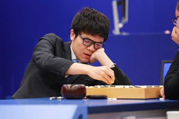 柯潔在今日與AlphaGo的比賽中敗下陣來。(路透)